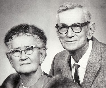 "Jack and Ethel Stephens, grandfather and grandmother of Ray Thornton, known in the family as ""Papa"" and ""Mama"" © Pryor Center for Arkansas Oral and Visual History, University of Arkansas"